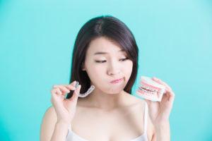 girl choosing between braces or invisalign